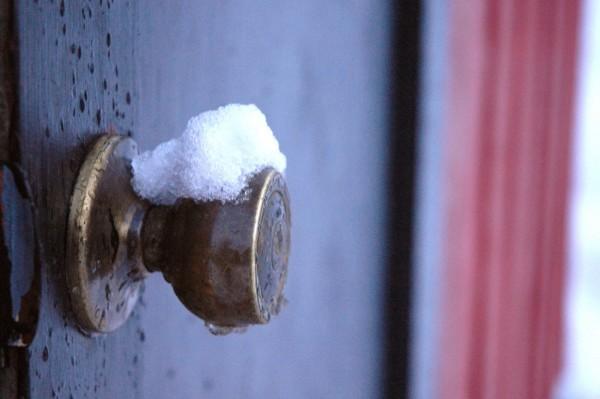 Замерзла дверь