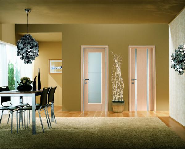 Стеклянные элементы в межкомнатных дверях всегда уместны