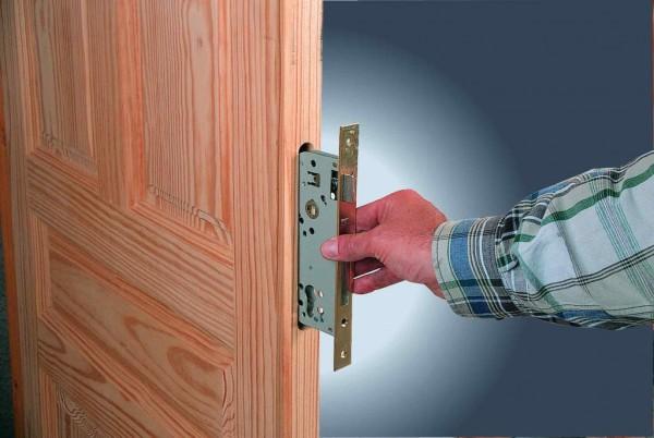 Как открыть дверь, если замок сломался или заклинило