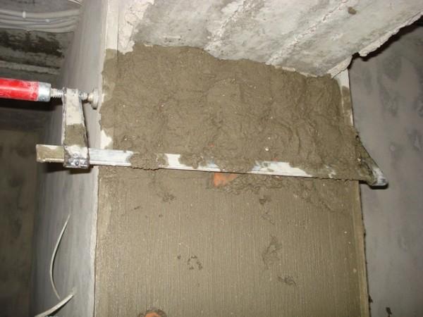 Оштукатуривание дверных откосов - мокрый способ отделки