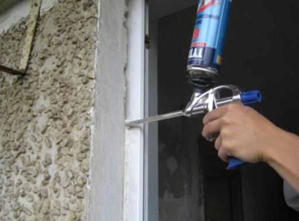 Как утеплить железные двери