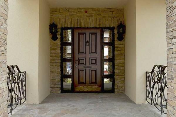 Входные двери часто делают из дерева