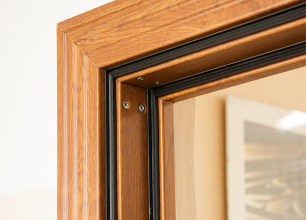 Утепленная деревянная дверь