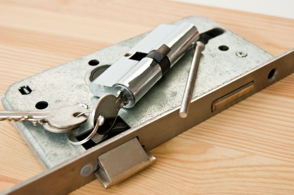 Как починить дверной замок своими руками: ремонт замка входной двери
