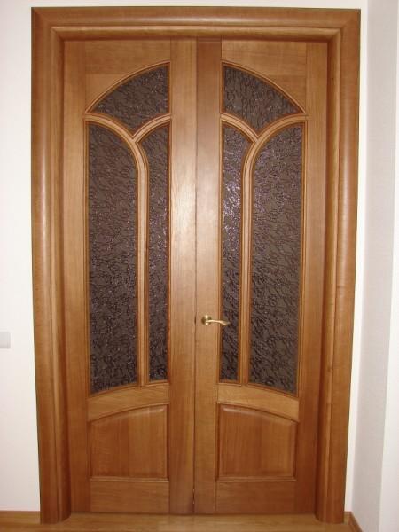 Филенчатые двери со стеклянными элементами