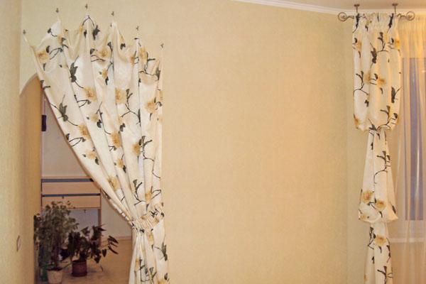 Традиционное текстильное офомление дверного проема