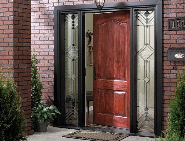 Входная дверь устанавливается по правилам пожарной безопасности