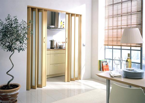 Профессионально установленная дверь-гармошка