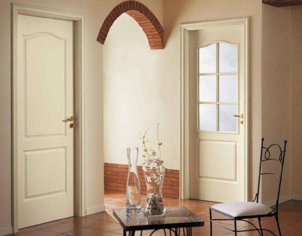 Филенчатая дверь из дерева