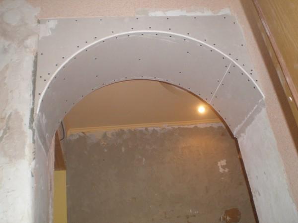 Выравнивание арки шпаклевкой