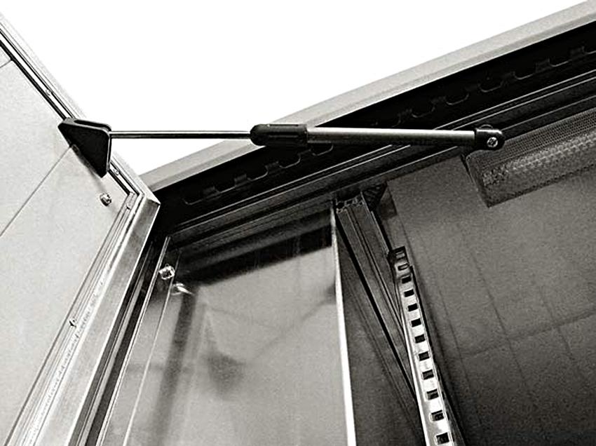 Фиксатор входной двери в открытом положении своими руками
