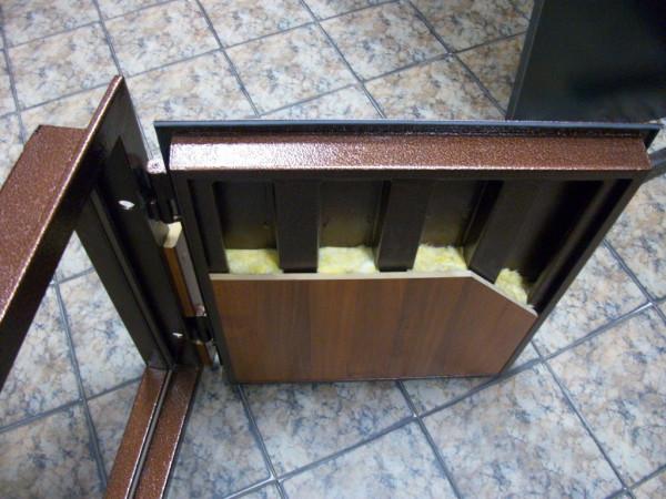 Разрез металлической двери
