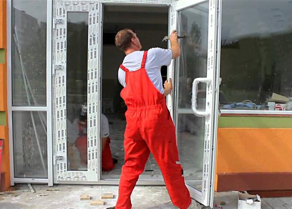 Замена пластиковой двери