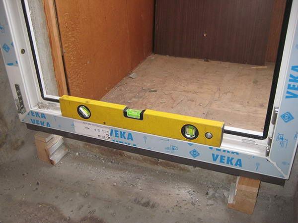 Установка пластиковой дверной коробки