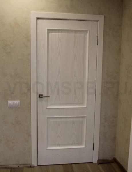 Дверь с облицовкой из шпона ясеня