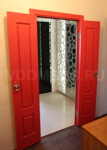 Двустворчатая дверь с покрытием из шпона