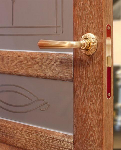 Брашированная поверхность двери