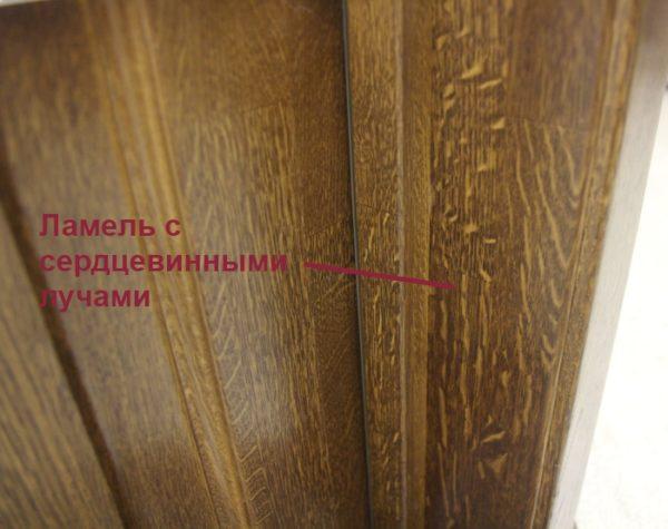 Наличие сердцевинных лучей на поверхности двери